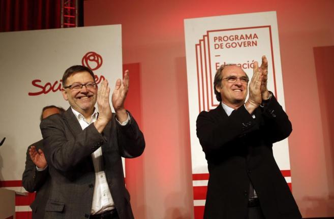 El candidato socialista a la Generalitat, Ximo Puig, junto al...