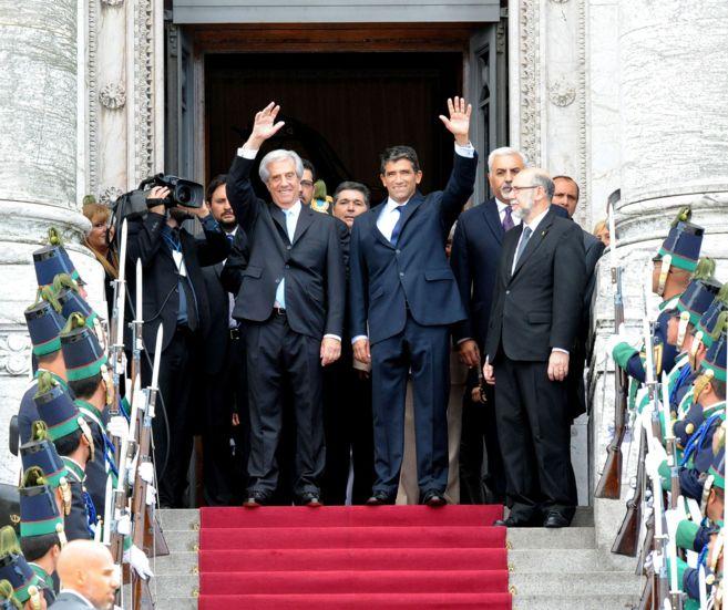 El presidente Tabaré Vázquez y el vicepresente Raúl Sendic, posan...