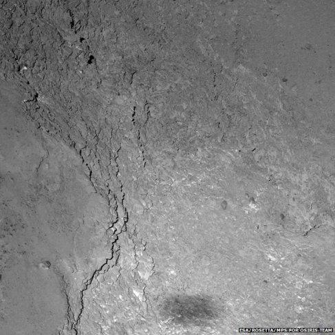 La sombra de Rosetta durante la aproximación al cometa 67P.