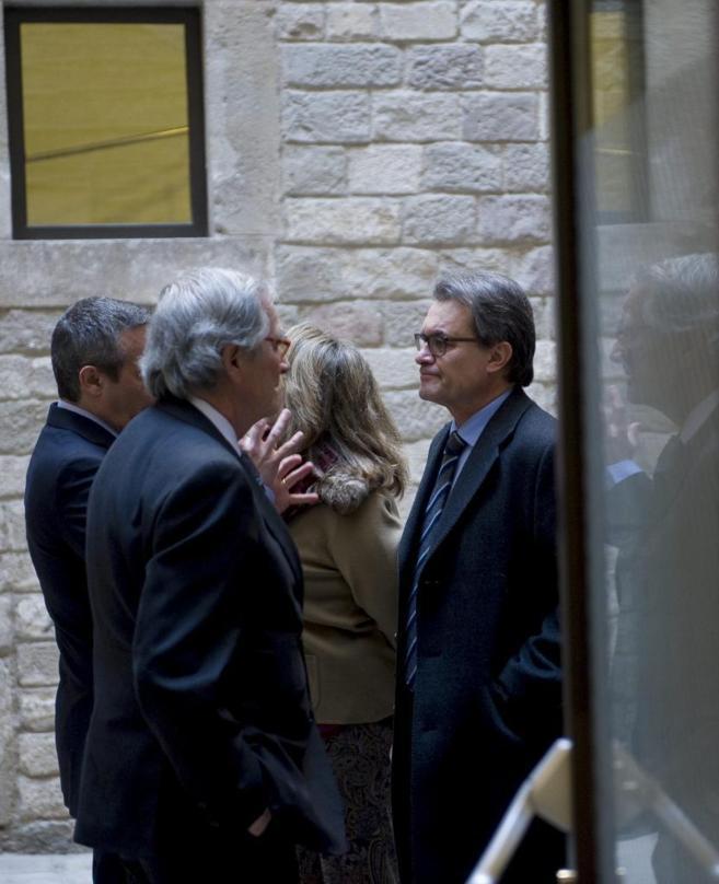 Trias conversa con Mas en la inauguración del Museu de les Cultures...