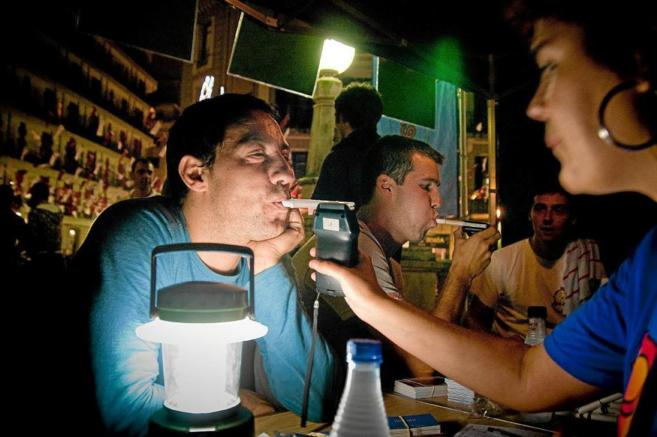Control de alcoholemia en fiestas de Bilbao.