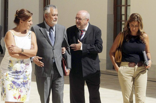 José Caballos y Rosa Torres flanquean a Griñán en presencia de la...