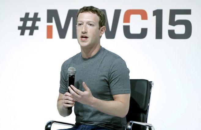 El fundador y consejero delegado de Facebook, Mark Zuckerberg, expone...
