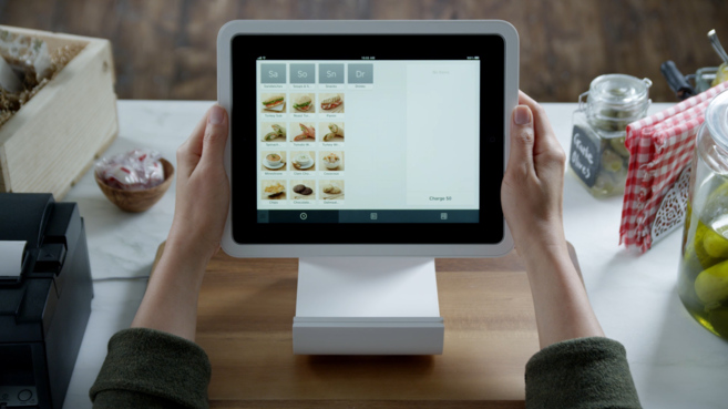Square geolocaliza al consumidor para prepararle la comida y la bebida...