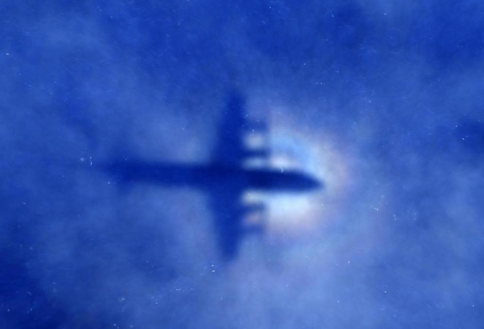La sombra de un avión de Nueva Zelanda durante la operación de...