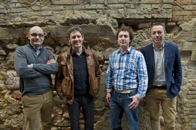 El psicólogo Miguel Perlado junto a Christopher, Enric y Juan en...