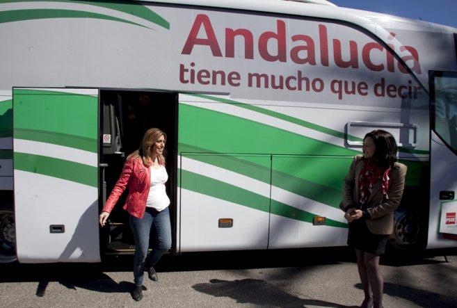 Susana Díaz se baja del autobús de campaña del PSOE para el acto en...