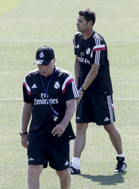 Ancelotti (izquierda) y Hierro en un entrenamiento.