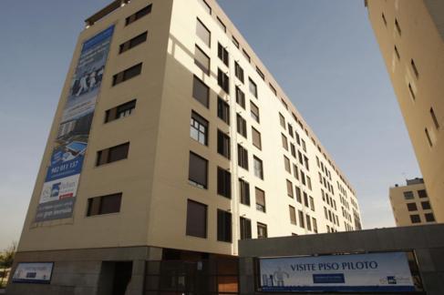 Imagen de archivo de un bloque de viviendas a estrenar en Madrid.