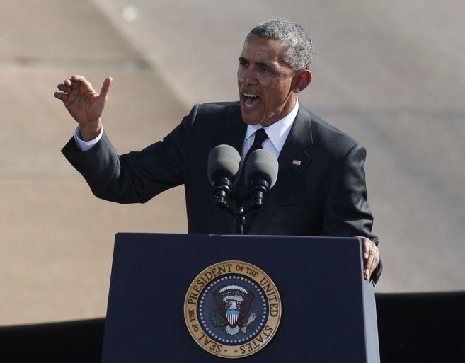 El presidente de EEUU, Barack Obama, durante su discurso en el puente...