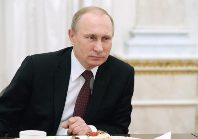 El presidente ruso, Vladimir Putin, durante un encuentro con mujeres...