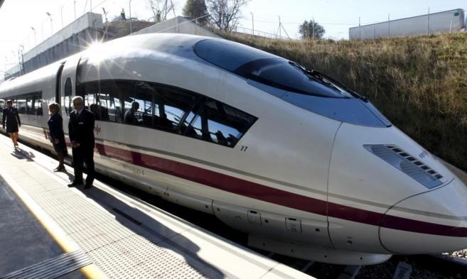 Un tren AVE en la estación catalana de Figueras.