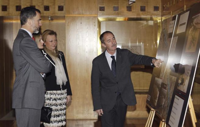os Reyes de España,acompañados por la presidenta de Aragón,Luisa...