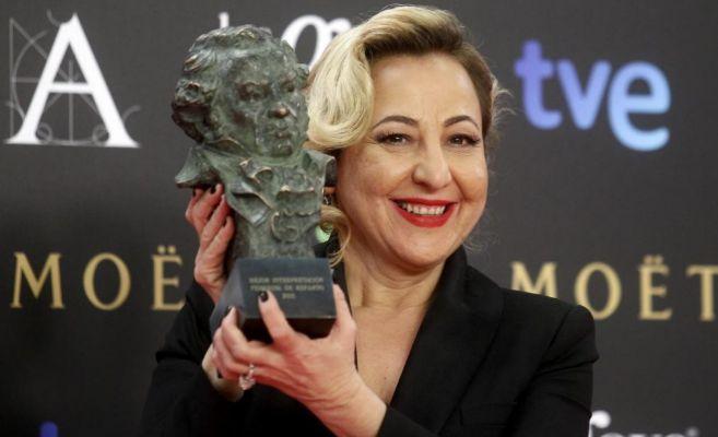 La actriz con su Goya a Mejor Actriz Secundaria por '8 apellidos...