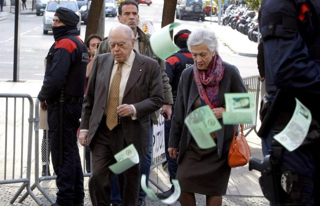 Jordi Pujol, y su mujer, Marta Ferrusola, a la llegada a los juzgados...