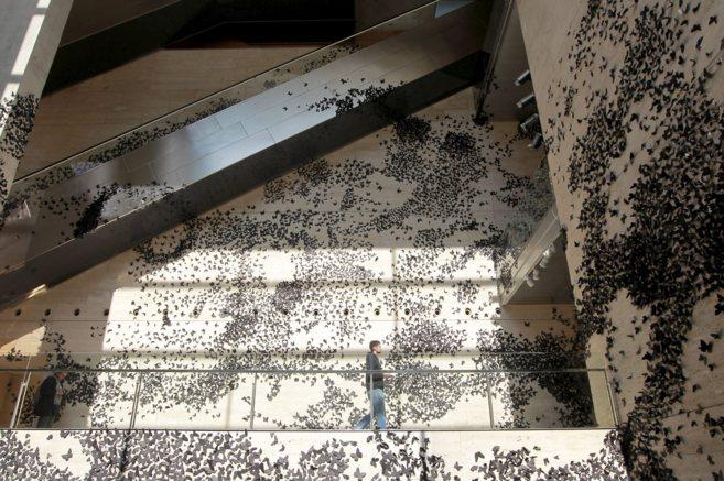 El 'hall' del CCCB, cubierto de mariposas para recibir a...