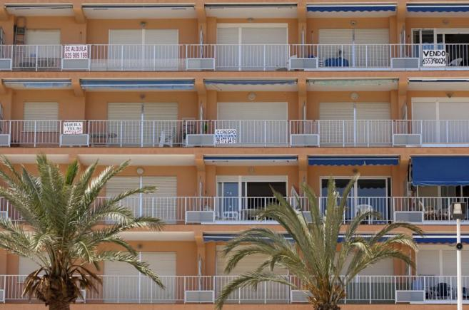 Apartamentos en alquiler en primera linea de costa de la población...