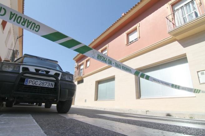 La Guardia Civil acordona la vivienda de El Cuervo en la que han sido...