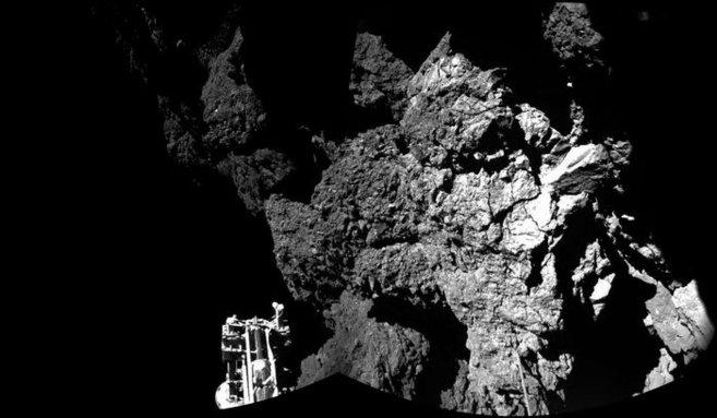 Parte del robot 'Philae' es visible en esta composición de...