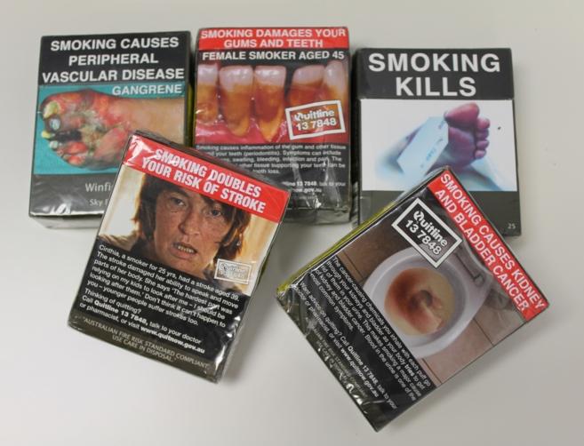 Cajetillas de tabaco de Australia con el empaquetado genérico.