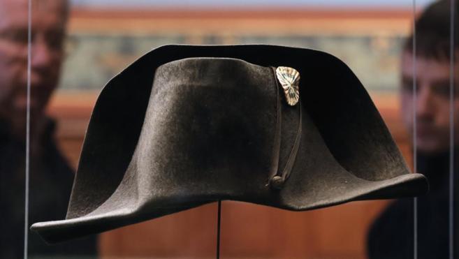 El sombrero que portó Napoleón durante su malograda participación...