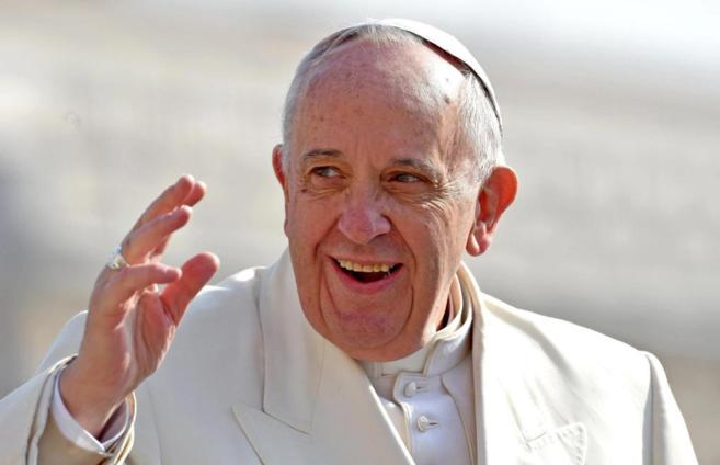 El Papa, a su llegada a presidir la audiencia general de los...