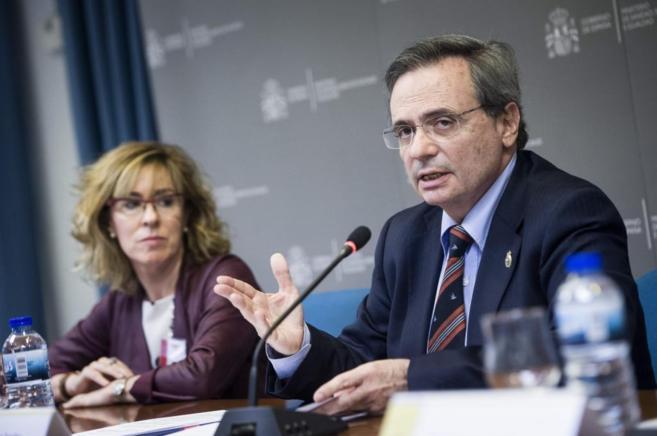 Rafael Matesanz, junto a la presidenta de la Sociedad Española de...