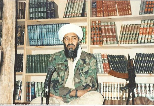 Bin Laden se sentaba delante de la biblioteca para grabar sus mensajes...
