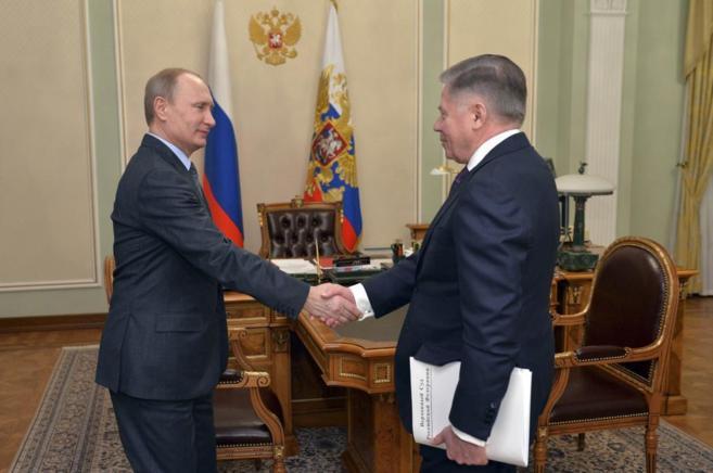 Vladimir Putin reaparece públicamente en un encuentro con el...