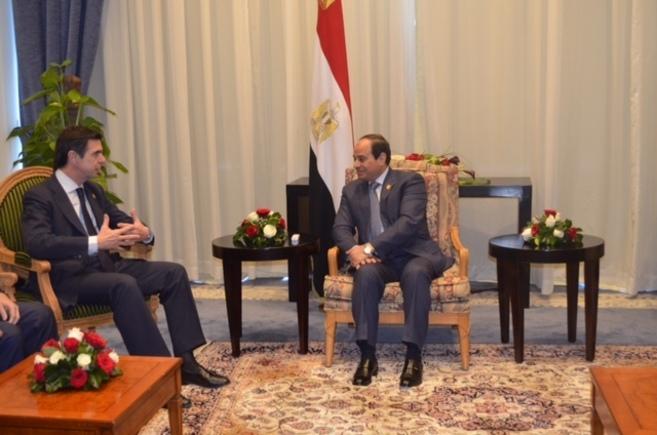 José Manuel Soria con el presidente Abdelfatah Al-Sisi.