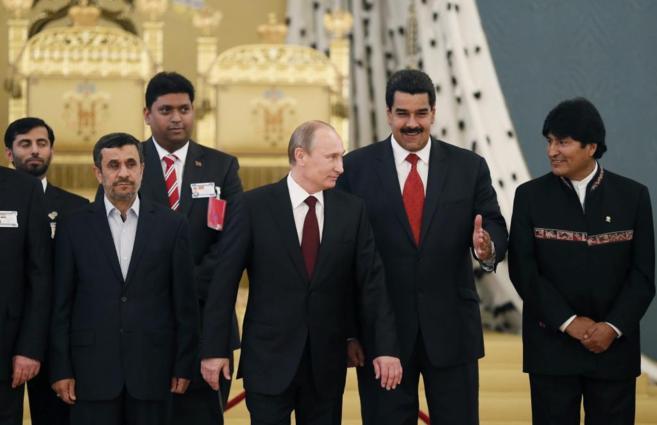 Ahmadinejad, Putin (3d), Maduro (2d),  Morales (d),  asisten al Foro...
