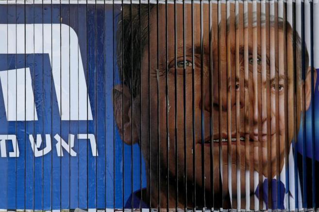 El cartel electoral giratorio de Bernjamin Netnayahu y el líder de la...