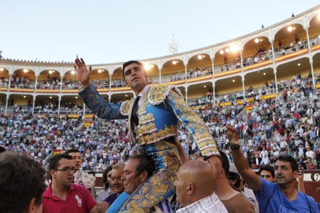 El diestro Miguel ángel Perera, a hombros el año pasado en Las...