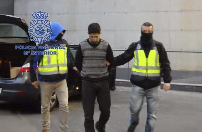 Uno de los detenidos el pasado viernes en la operación contra la...