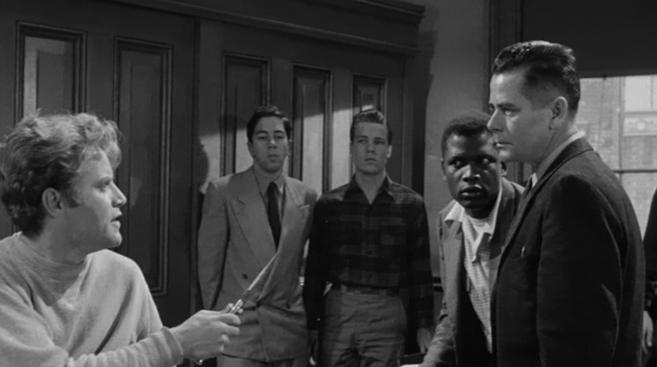Glenn Ford, en un momento de apuros en 'Semilla de maldad'.