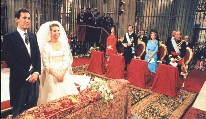 La Infanta Elena y Jaime de Marichalar, el día de su boda.