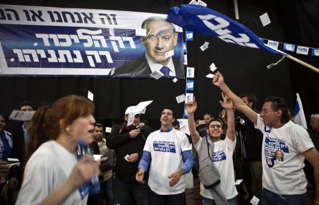 Los seguidores del Likud celebran los resultados de las encuestas.