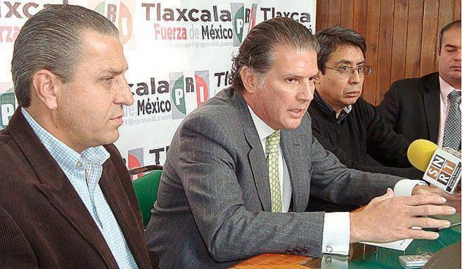 Gabino Antonio Fraga Peña, en el centro, durante una declaración.