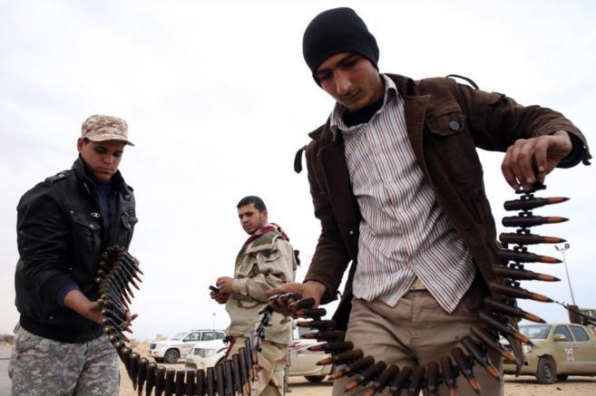 Combatientes de Misrata se preparan para luchar contra los terroristas...