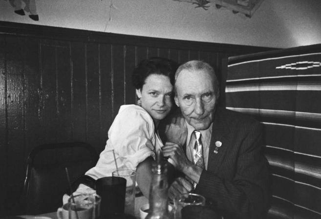 La poeta Anne Waldman junto a su gurú, W. Burroughs.