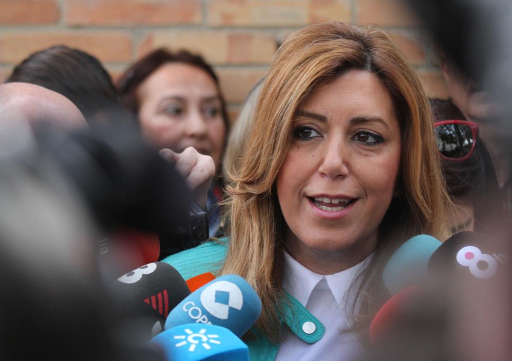 Susana Díaz, tras votar este domingo en el colegio Alfares de Triana,...
