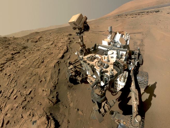 El vehículo robótico 'Curiosity' explora Marte desde...