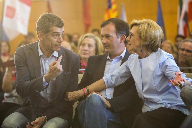 Toni Cantó junto al candidato de UPyD en Andalucía y la portavoz del...