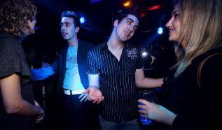 Varias personas en una discoteca. SERGIO ENRIQUEZ NISTAL