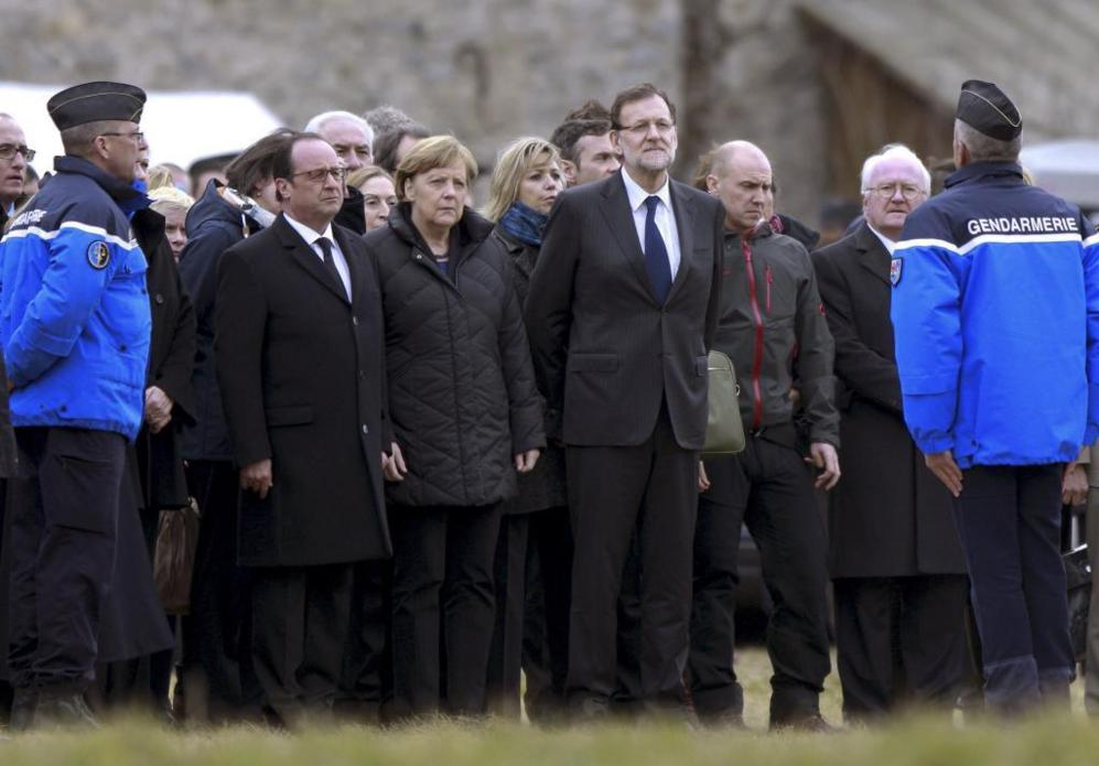 Los mandatarios de Francia, España y Alemania con miembros de la...