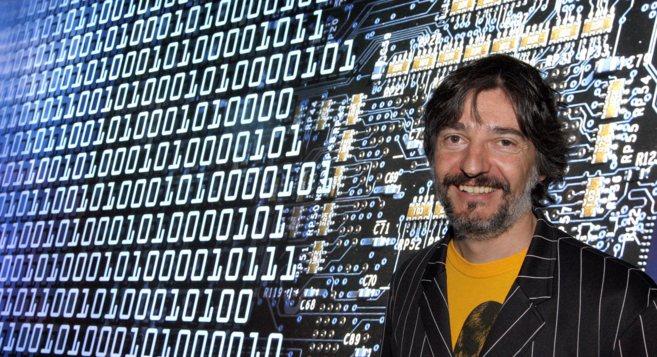 Josep Perelló en la exposición 'Experiment any 2100' en el...