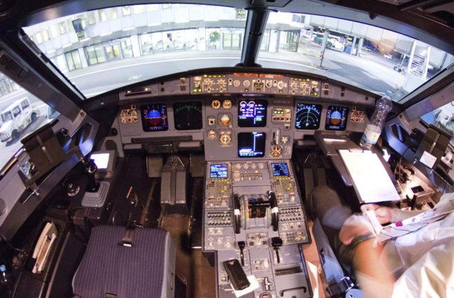 Interior de la cabina de un Airbus 320.