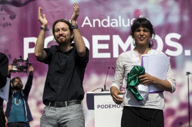 Pablo Iglesias y Teresa Rodríguez, durante un mitin en Málaga en la...