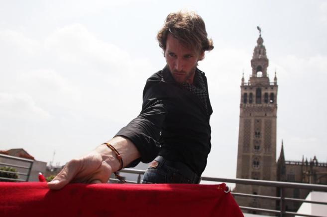 Jeremy Banti se prepara toreando de salón en Sevilla