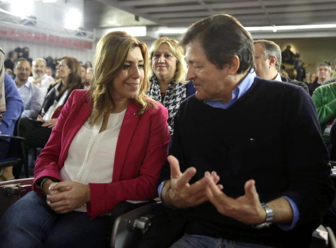Susana Díaz, junto a el socialista Javier Fernández, en el comité...